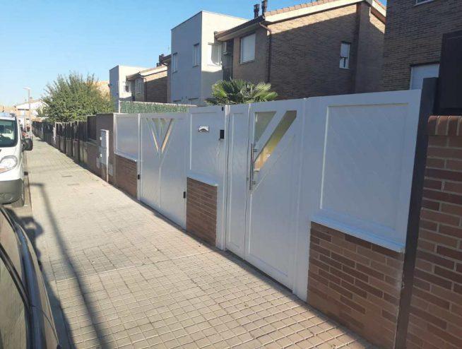 Puerta doble batiente en Alcalá