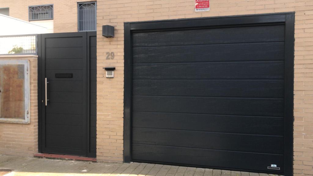 Puerta De Garaje Con Peatonal En Pinto Puertas Ares 910 745 800