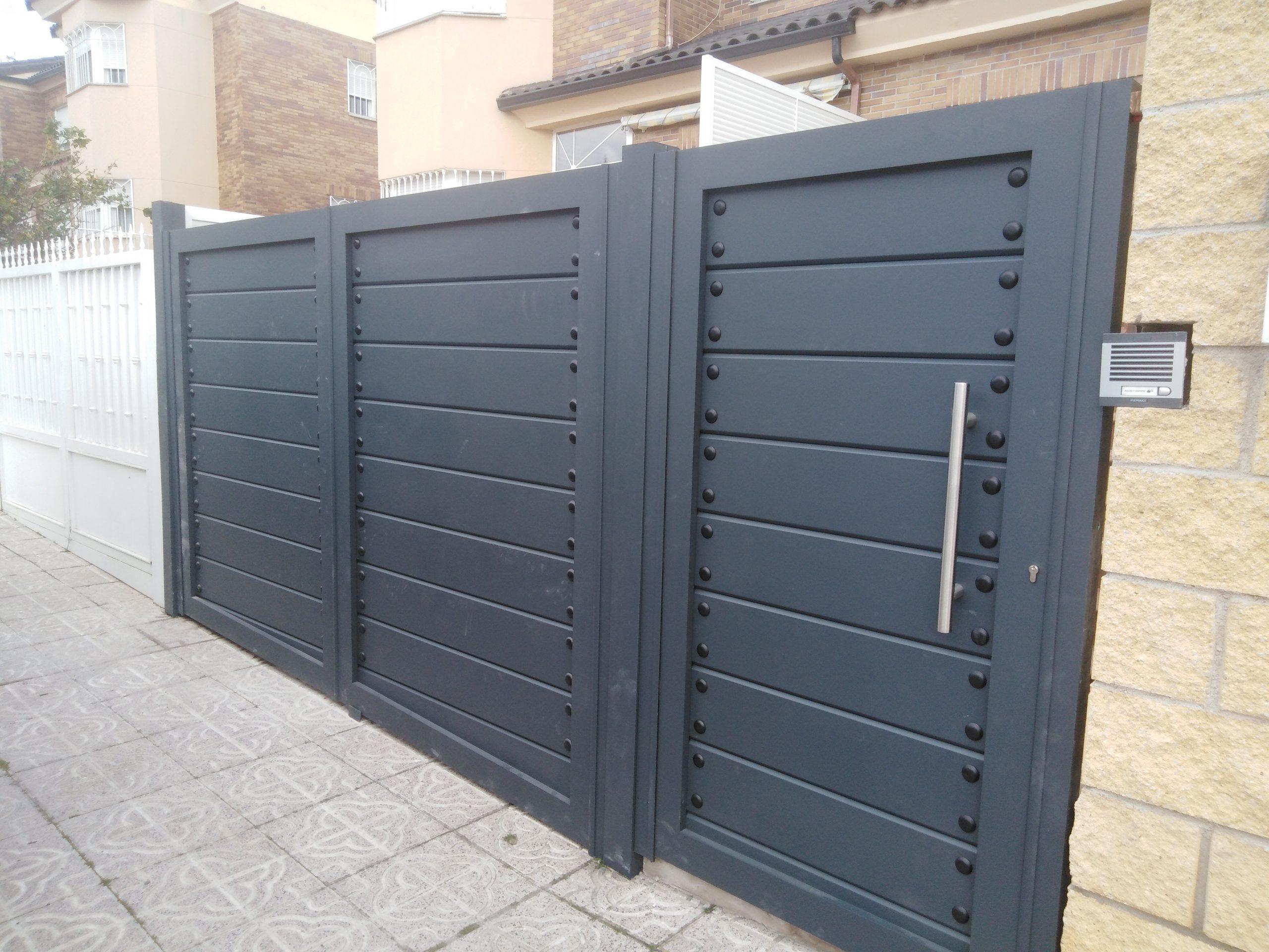 Puerta doble batiente en Toledo