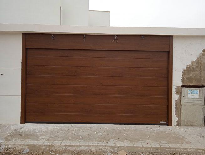Puerta seccional en Aranjuez